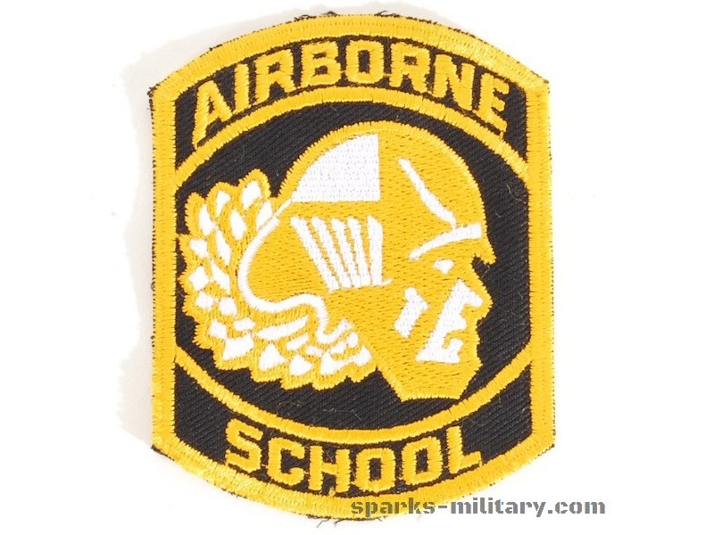 US Army AIRBORNE SCHOOL cut edge Abzeichen